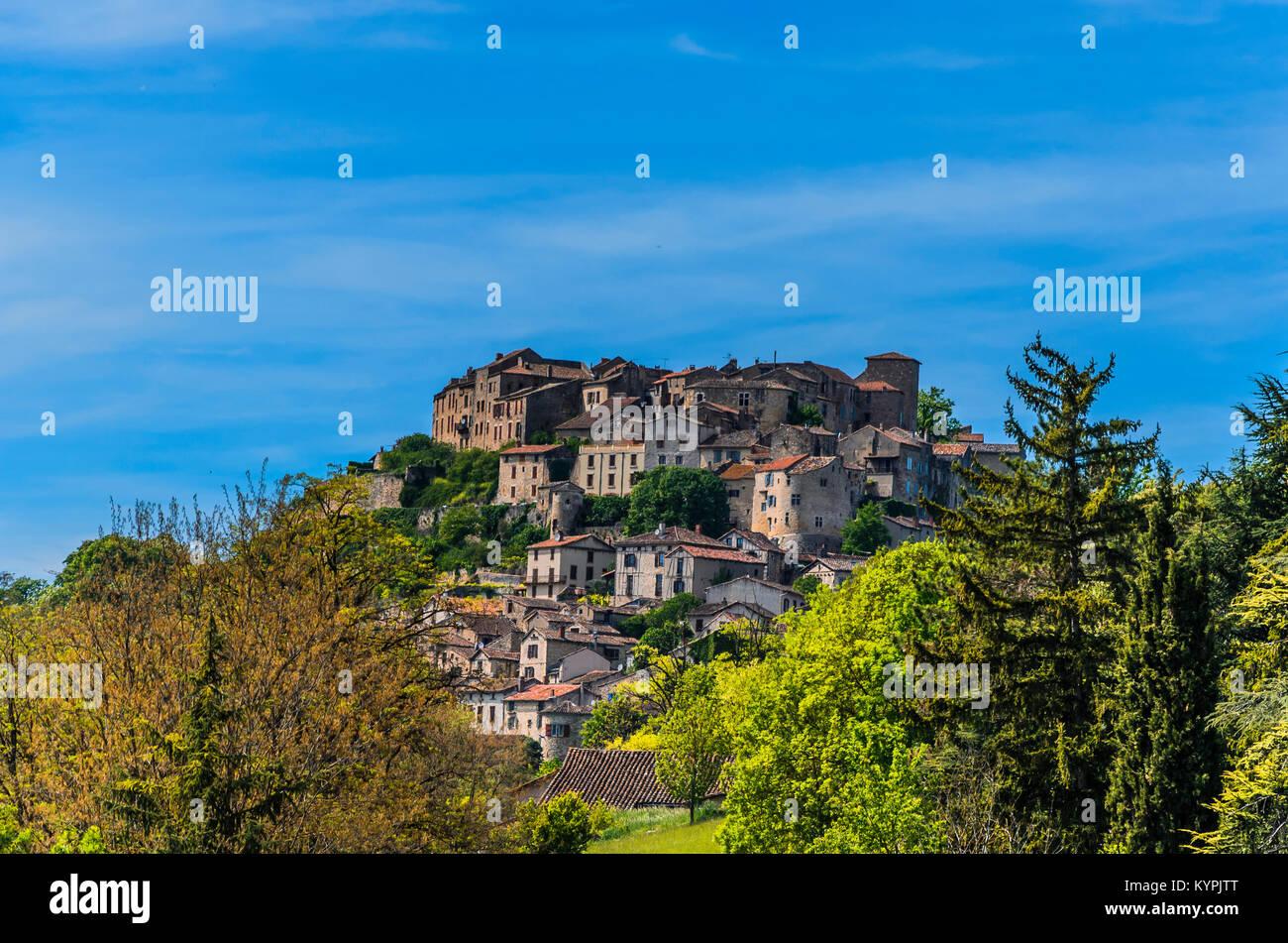Considerado el primer bastión del sur de Francia, el pueblo de Cordes-sur-Ciel, está ubicado en el departamento Imagen De Stock