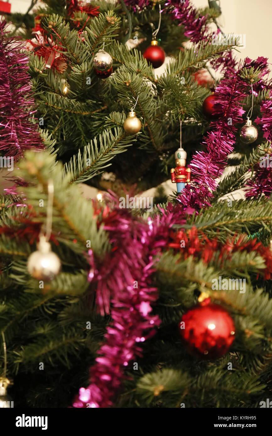 Toy Soldier Decoración y guirnaldas en X-mas tree Imagen De Stock