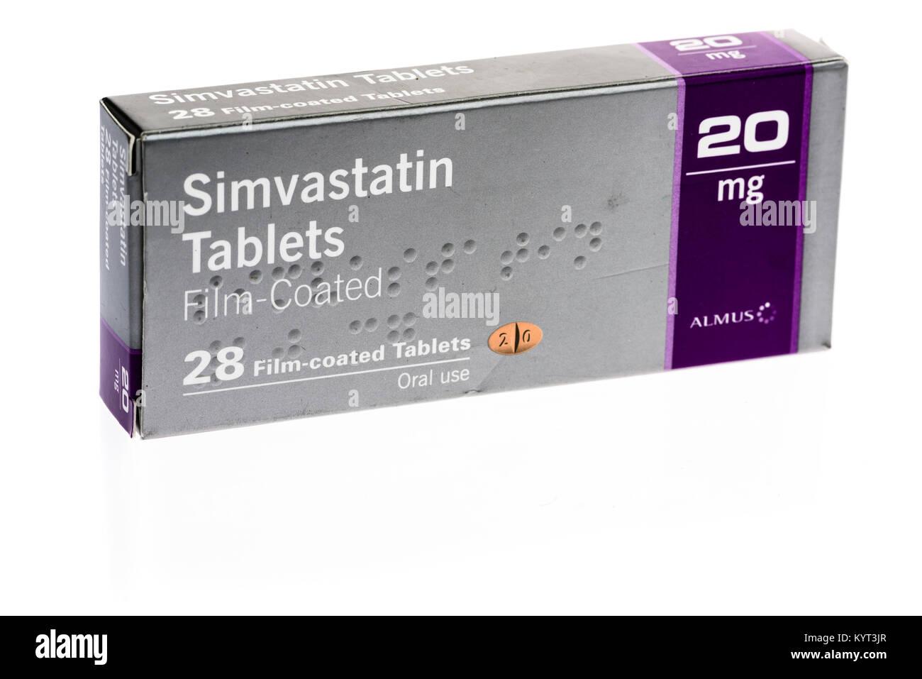 Simvastatina comprimidos estatina para reducir el colesterol en la sangre y el riesgo de enfermedad cardíaca. Foto de stock