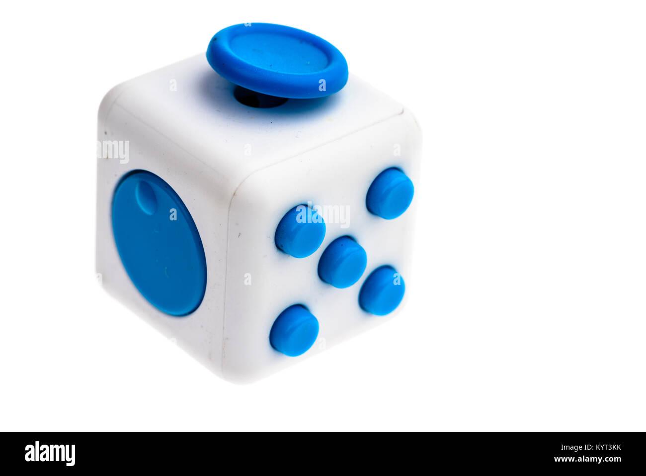 Molestar juguete cubo utilizado para ayudar a aliviar el estrés. Imagen De Stock