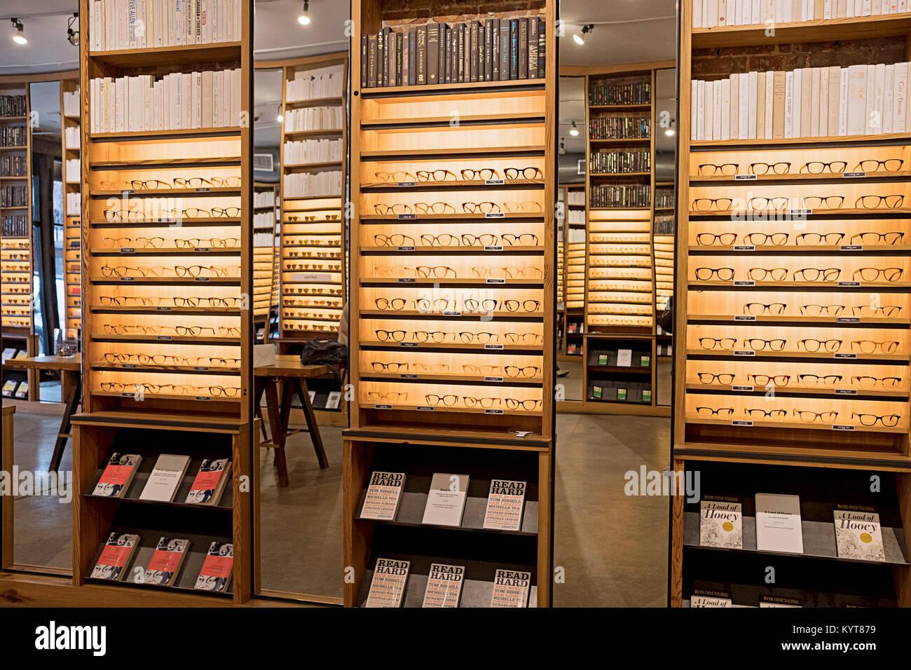 Gafas de lectura y marcos para la venta en la tienda Warby Parker en ...