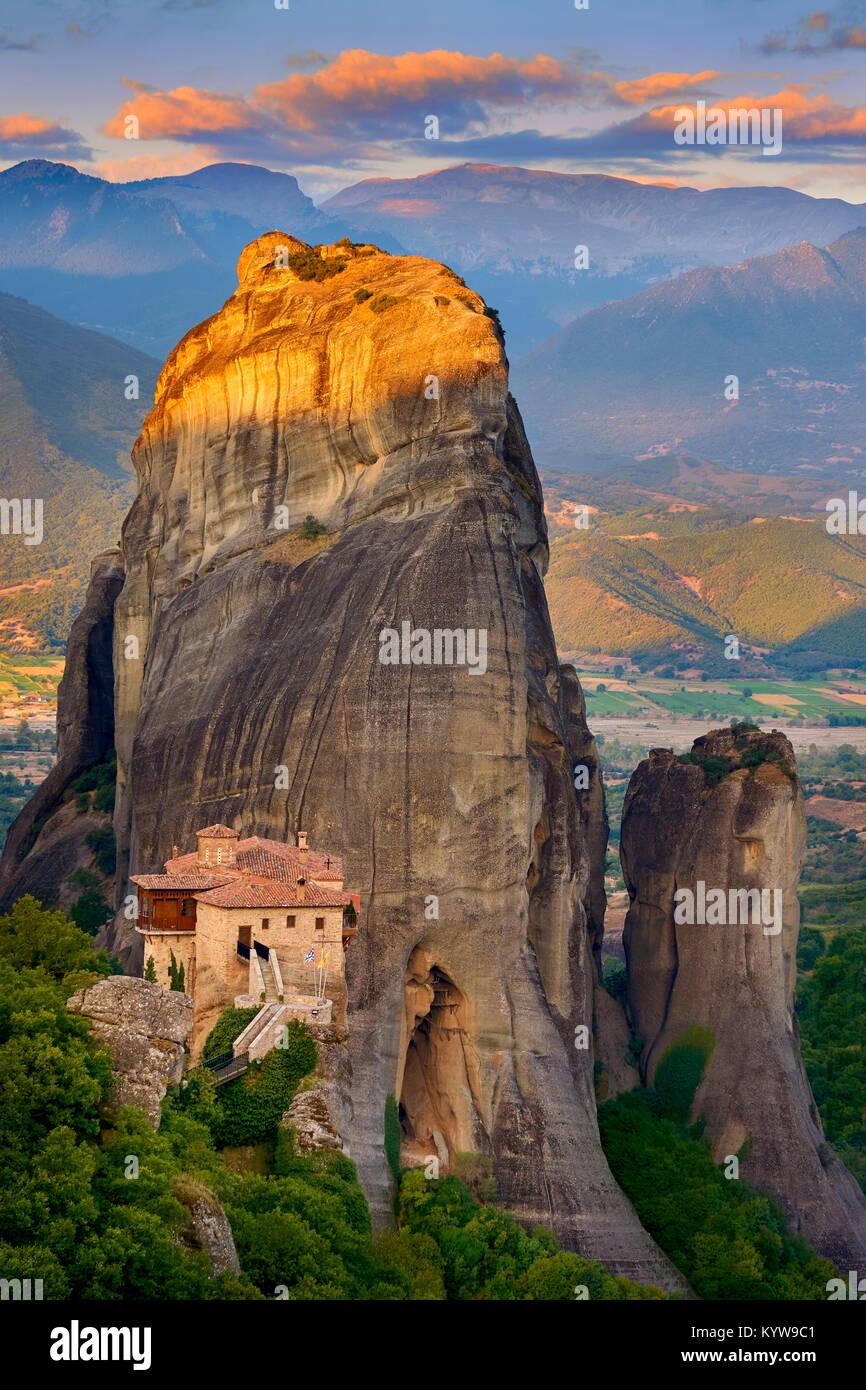Al atardecer Meteora, Grecia Imagen De Stock