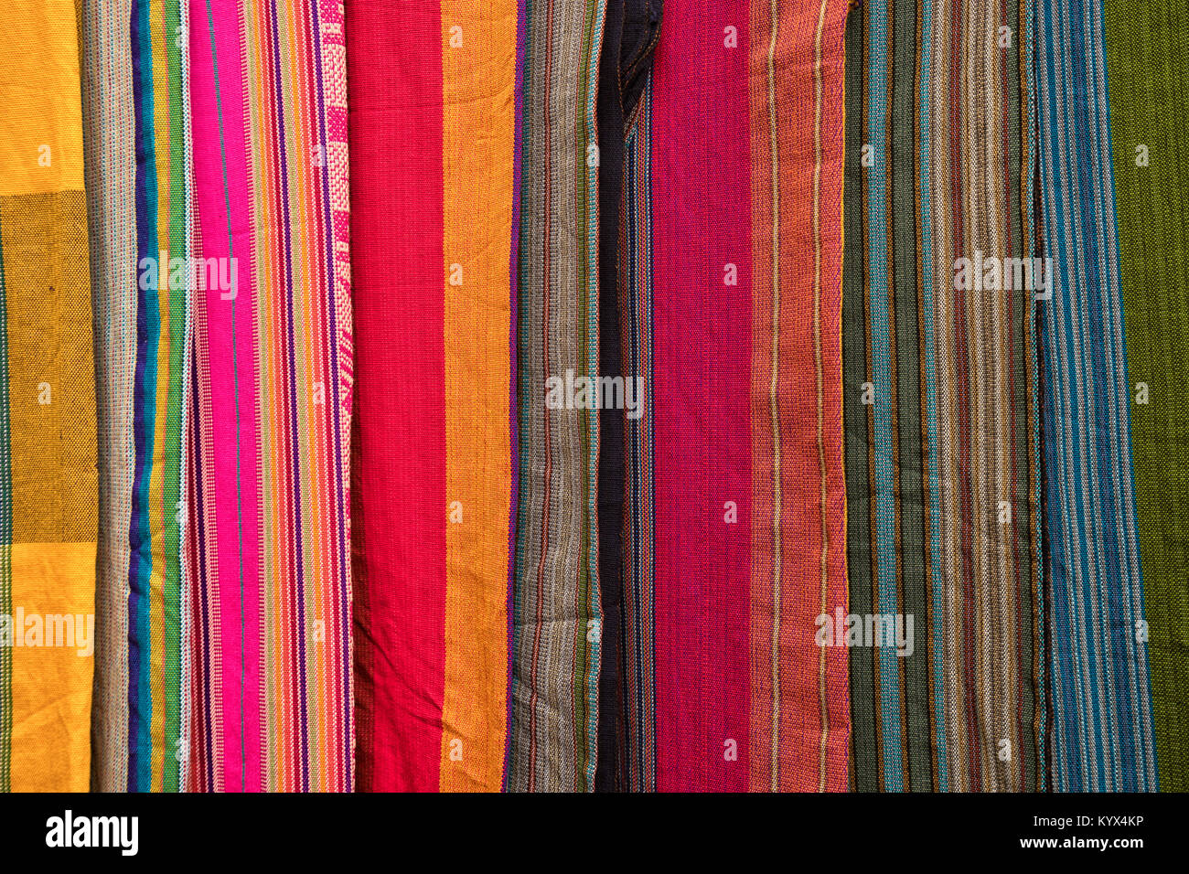 Otavalo, Ecuador - 13 de enero de 2018: textil indígena closeup en el mercado artesanal Sábado Imagen De Stock