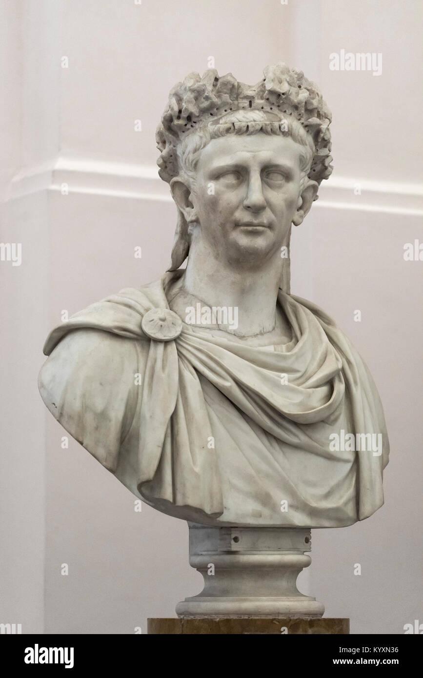 Nápoles. Italia. Retrato busto de mármol del emperador romano Claudio, el Museo Archeologico Nazionale di Napoli. Foto de stock