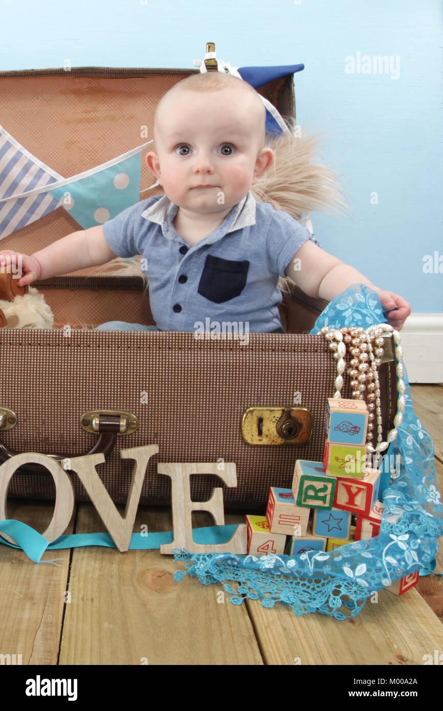 Juguetes Bebe De 8 Meses.Nino De 8 Meses De Edad Jugar Con Juguetes En Vivero Foto