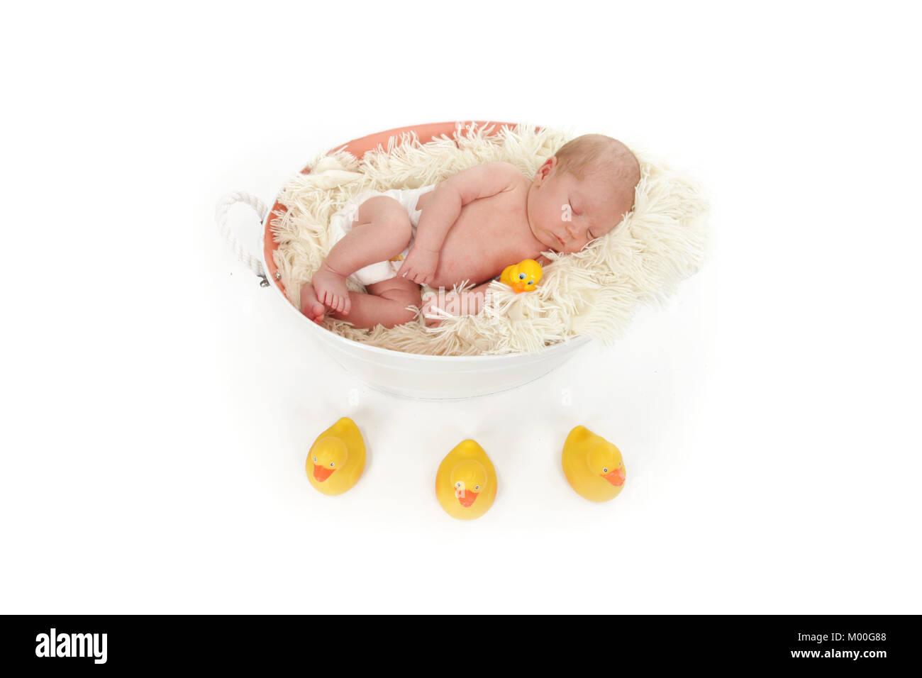 Hermoso 4 semana de edad Baby Boy para dormir, la hora de la siesta Imagen De Stock