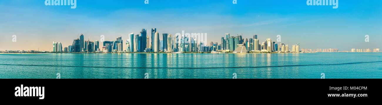 Horizonte de Doha, capital de Qatar. Imagen De Stock