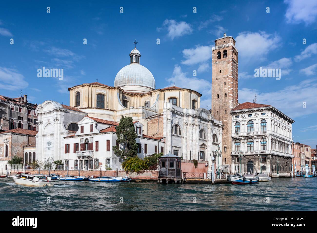 La Iglesia de San Geremia y Grand Canal en el Veneto, Venecia, Italia, Europa. Imagen De Stock