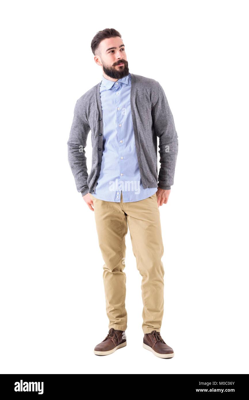 Modelo Moda Hombre Bien Vestido En Gris Cardigan Mirando