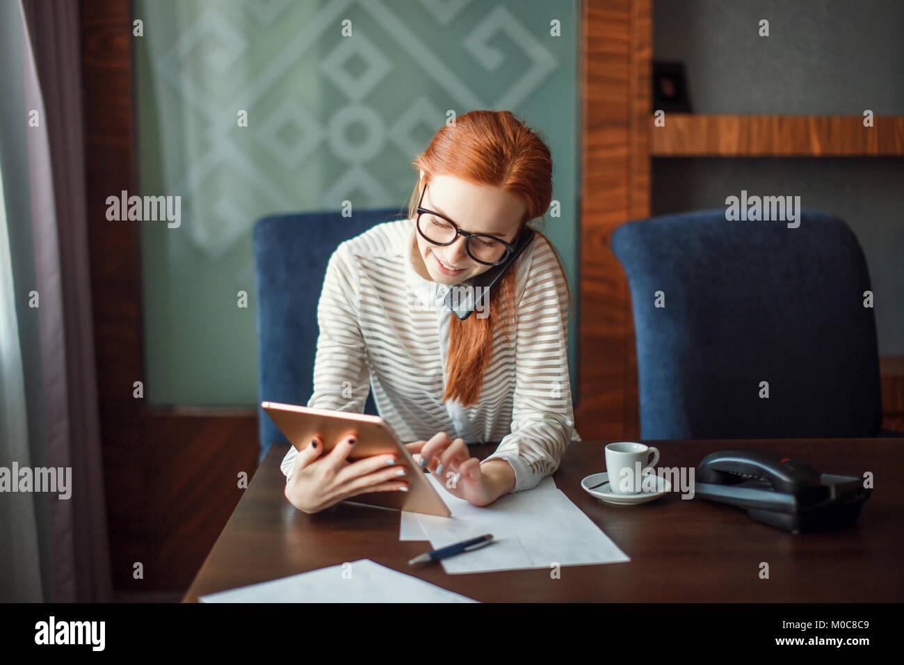 La empresaria trabaja en Office Imagen De Stock