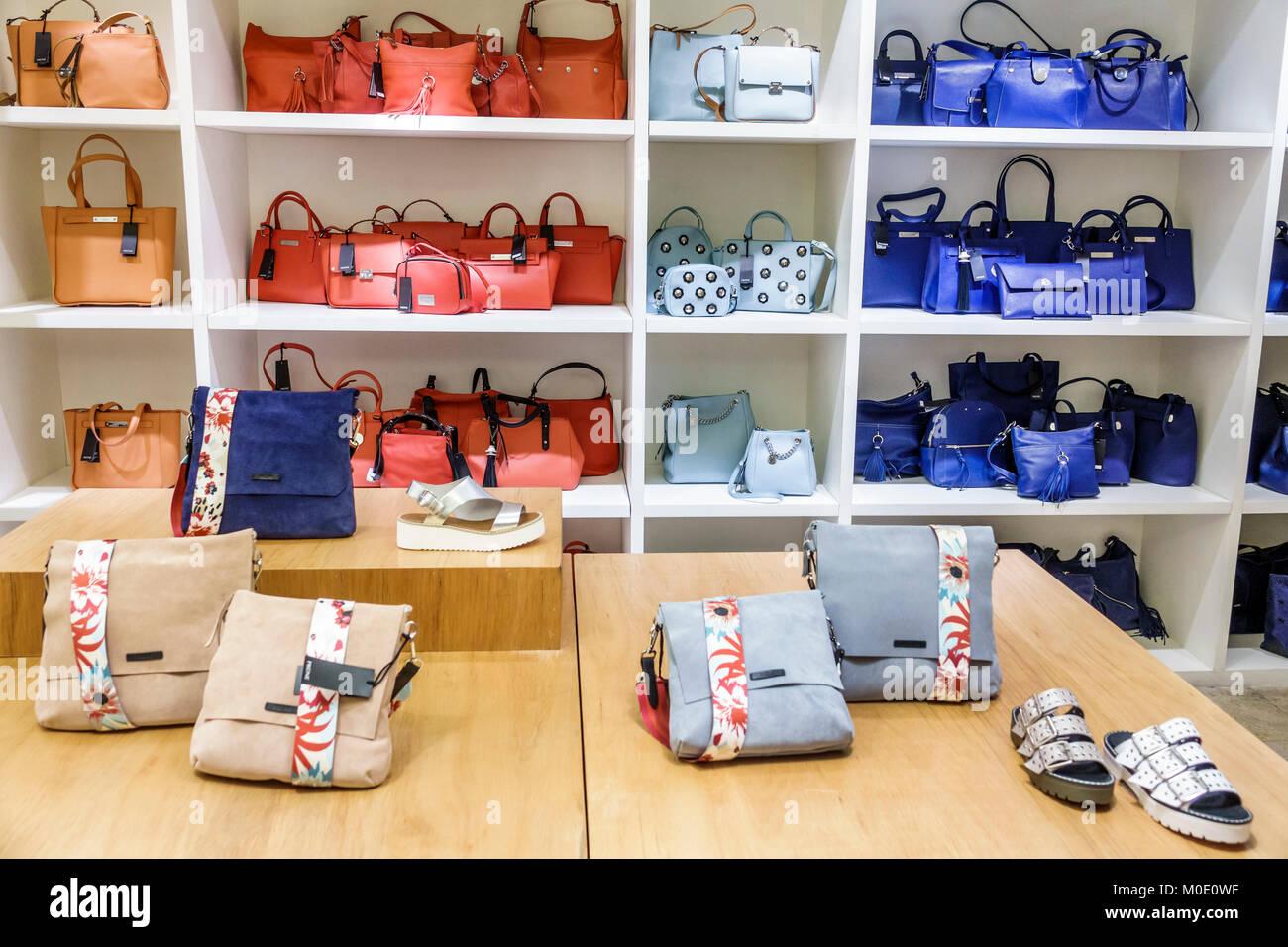 3d68a7ace Buenos Aires Argentina Abasto Shopping Mall Prune boutique diseñador de  bolsos de mano shoes tienda de moda interior Hispano ARGENTINA ARGENTINA  ARGENTINA