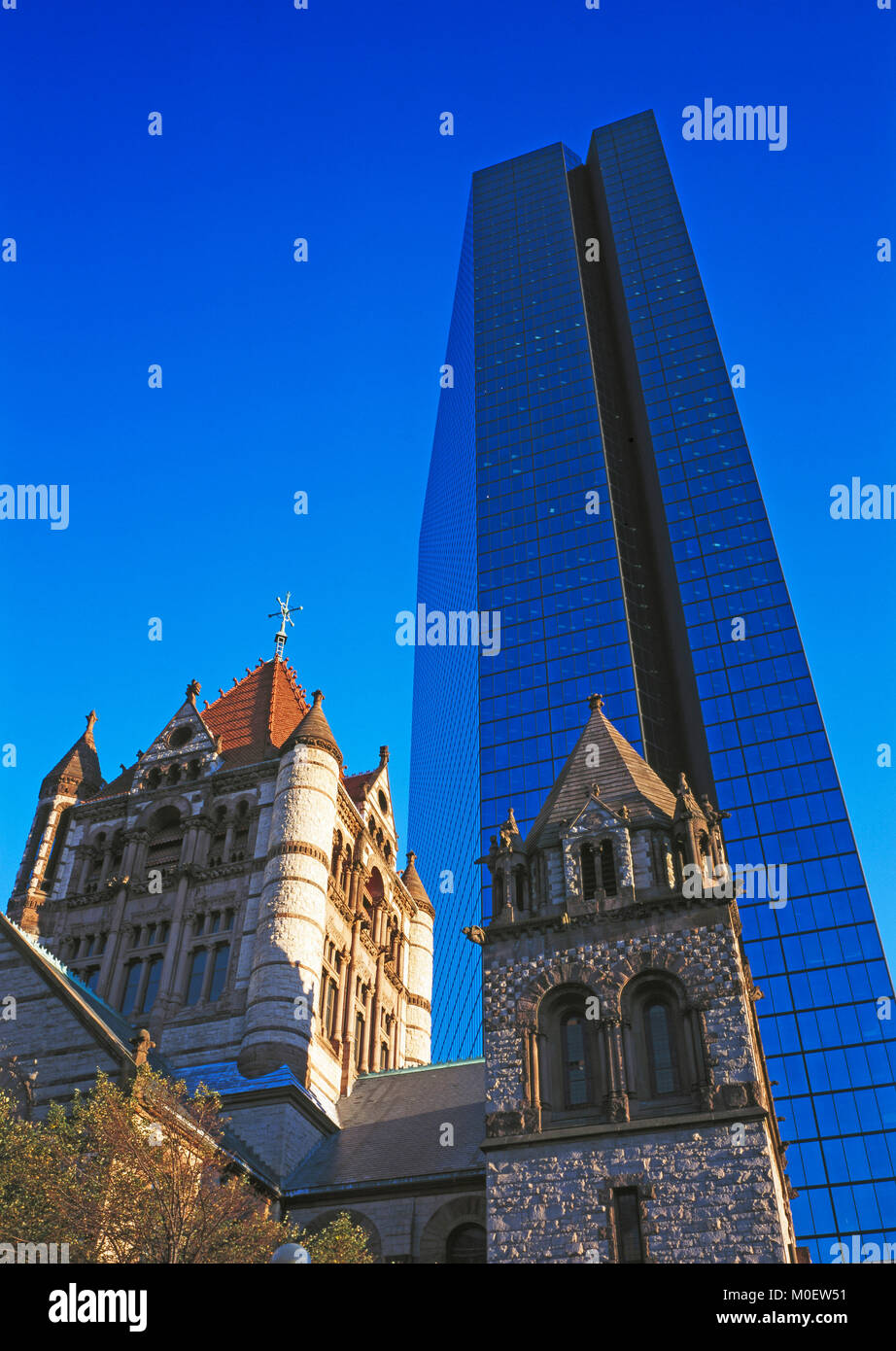 La Trinity Church y la torre Hancock, Boston, Massachusetts, EE.UU. Imagen De Stock