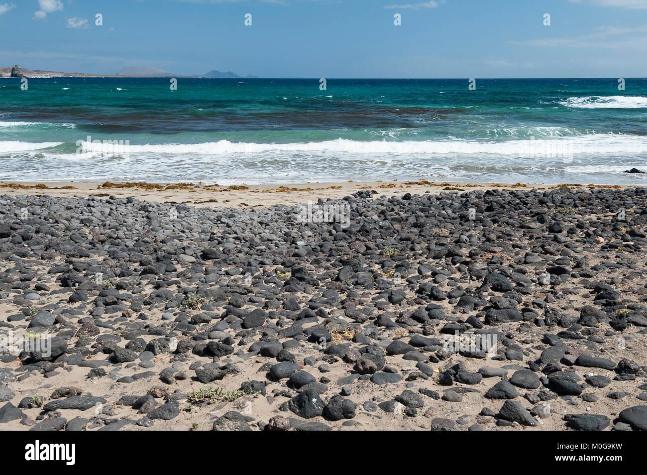 Playa de la Canteria, Orzola, municipio de Haría, Lanzarote, Islas Canarias, España Imagen De Stock