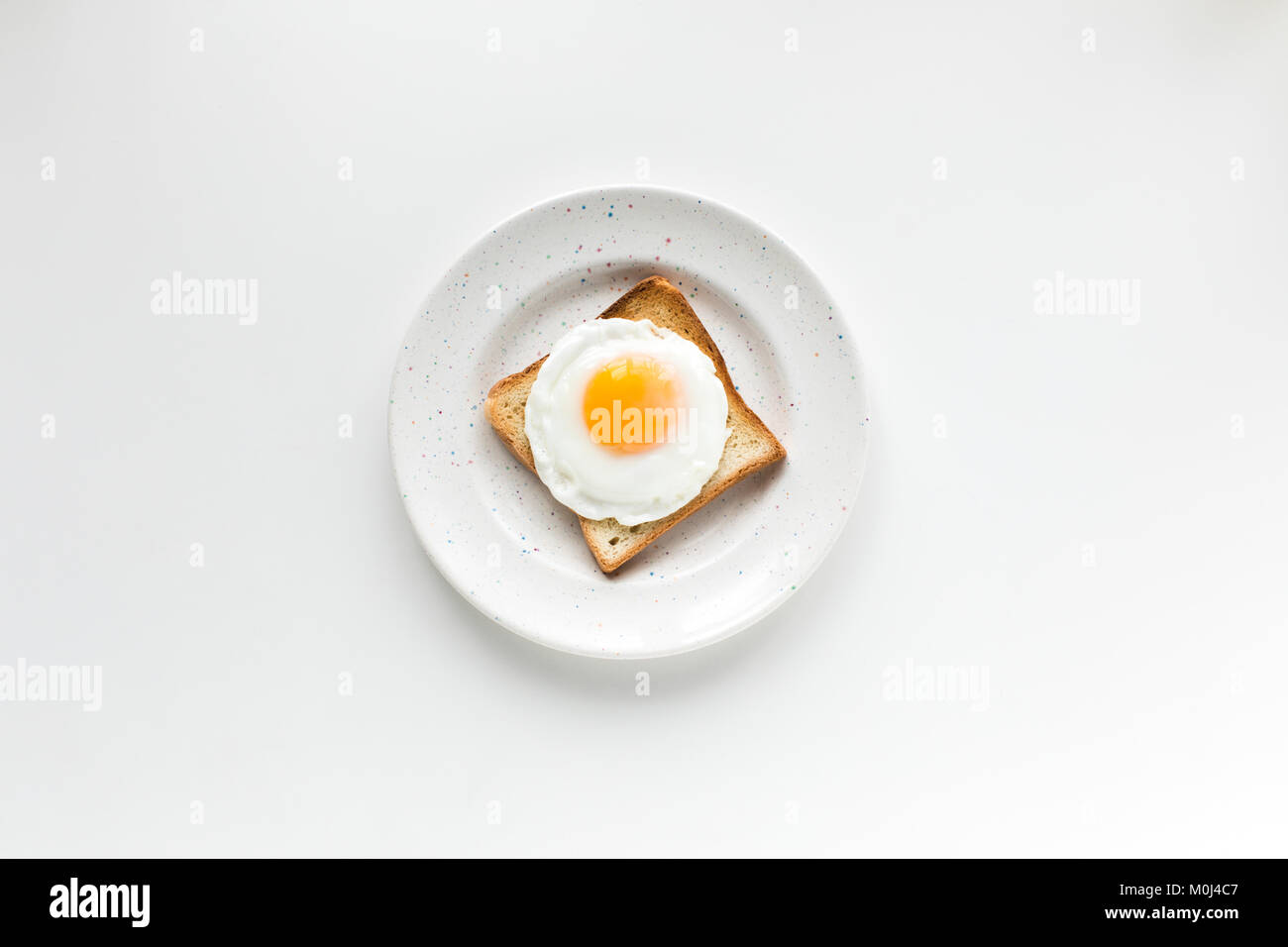 Desayuno con huevo frito en pan tostado Imagen De Stock