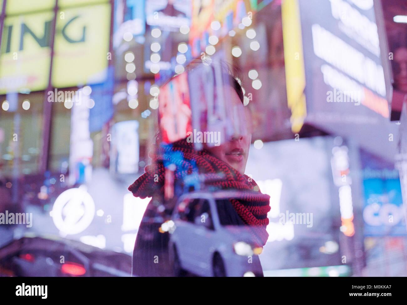Doble Exposición de mujer asiática en la Ciudad de Nueva York, Times Square Imagen De Stock