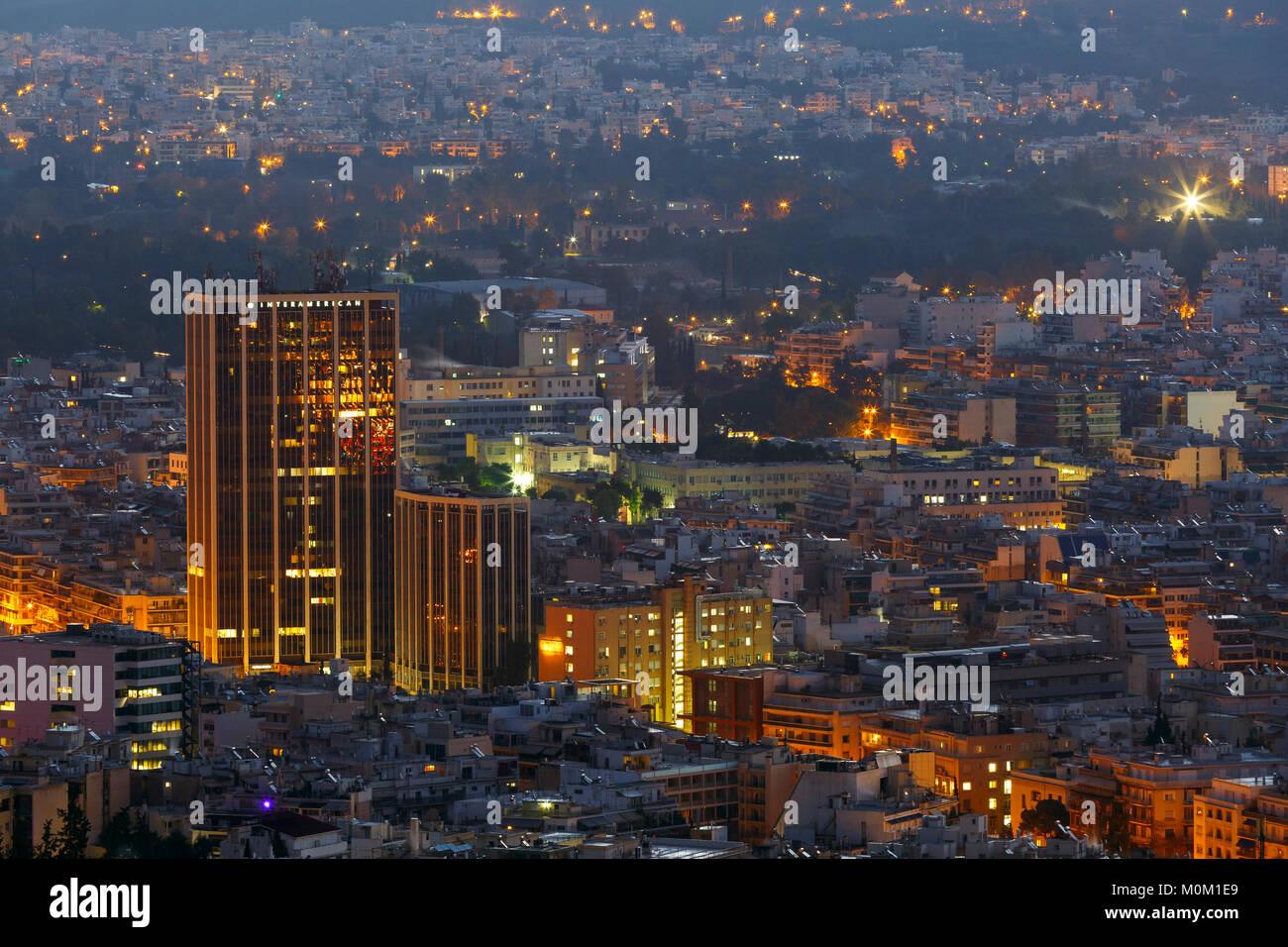 Vista de Atenas desde la colina de Lycabettus, en horas de la madrugada, Grecia. Imagen De Stock