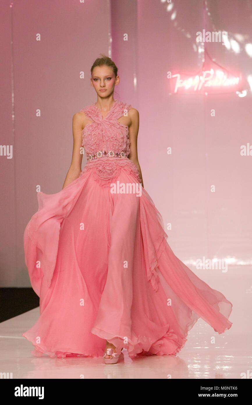 Jenny Packham Dress Imágenes De Stock & Jenny Packham Dress Fotos De ...