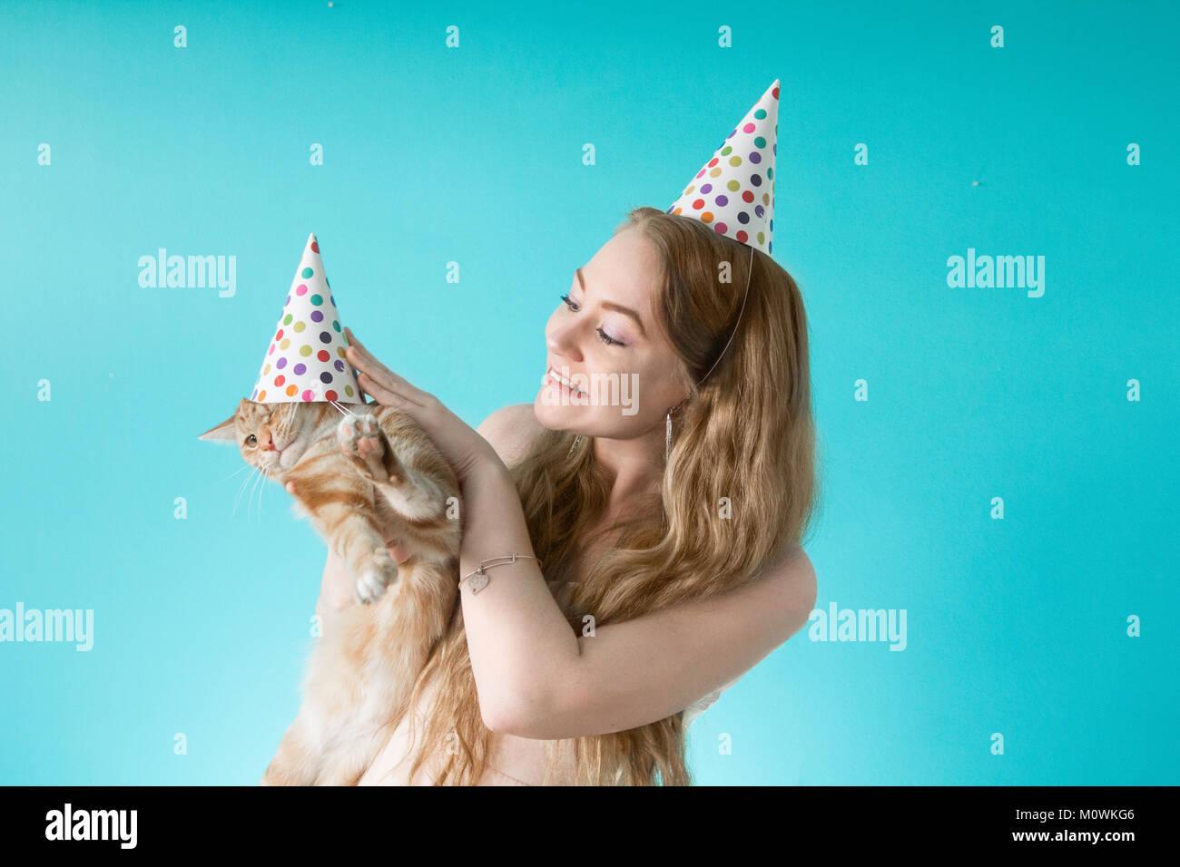 Fiesta sorpresa de cumpleaños cat. Imagen De Stock