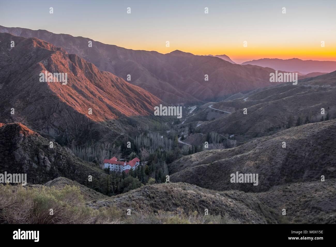 Argentina,Provincia de Mendoza,Villavicencio,Road hacia la Reserva Natural Villavicencio Foto de stock