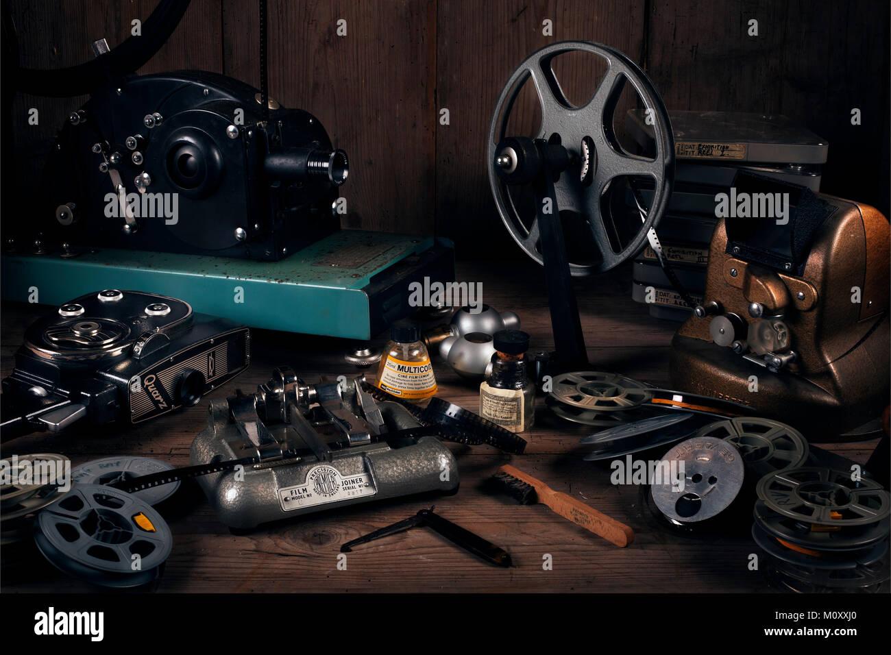 Todavía la vida material de película de cine. Equipos de cine en casa desde 1930 a 1950. Imagen De Stock