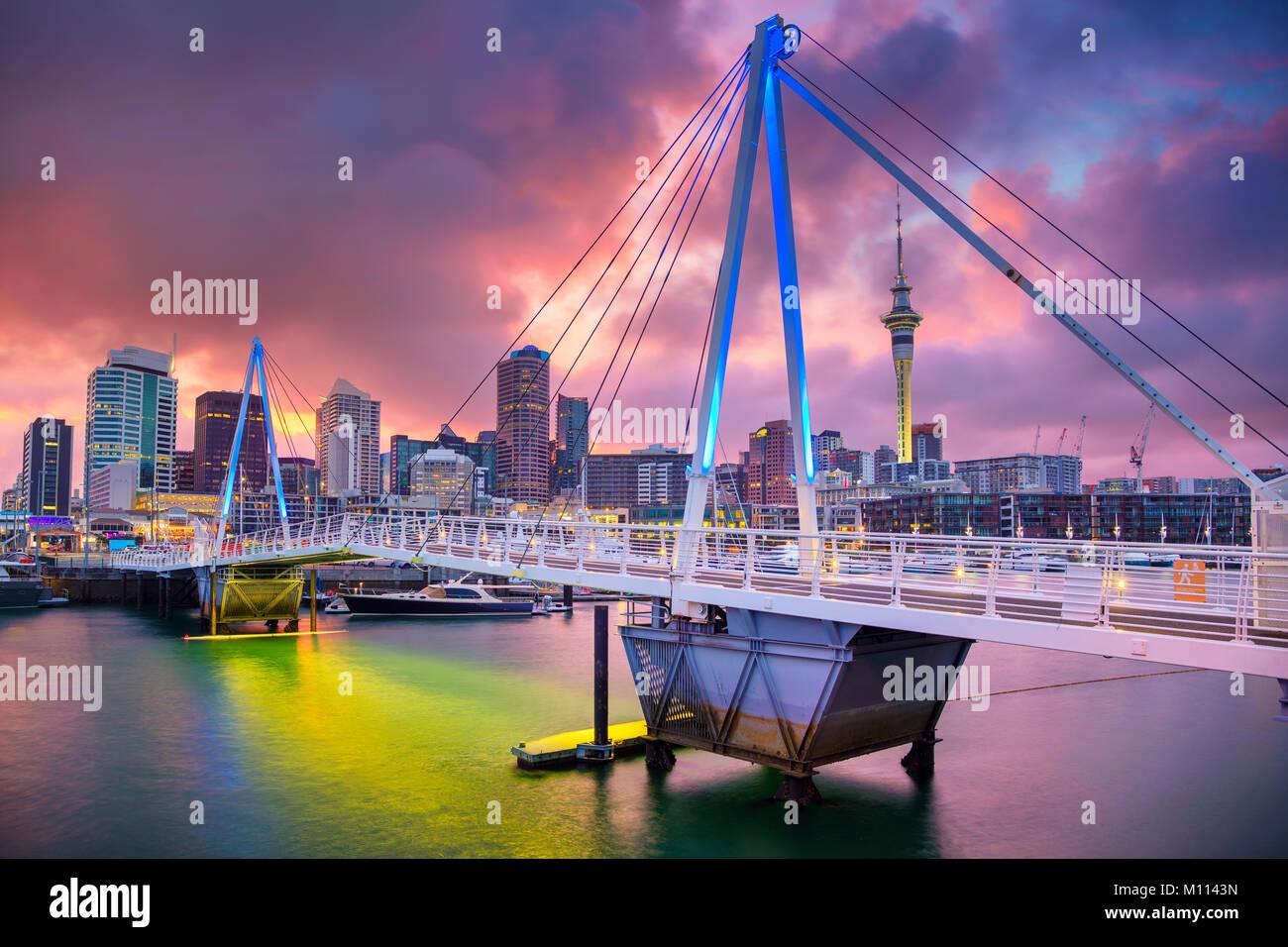 Auckland. Paisaje urbano imagen de skyline de Auckland, Nueva Zelanda durante el amanecer. Imagen De Stock