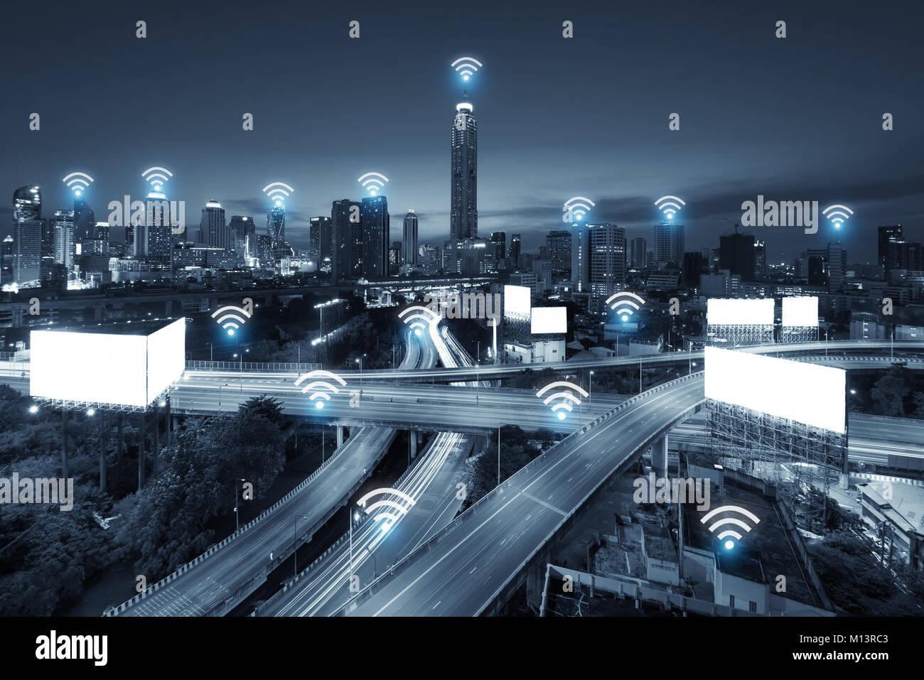 Red Wifi business conection sistema en la ciudad de Bangkok en el fondo. La tecnología Wifi y conection concepto Imagen De Stock