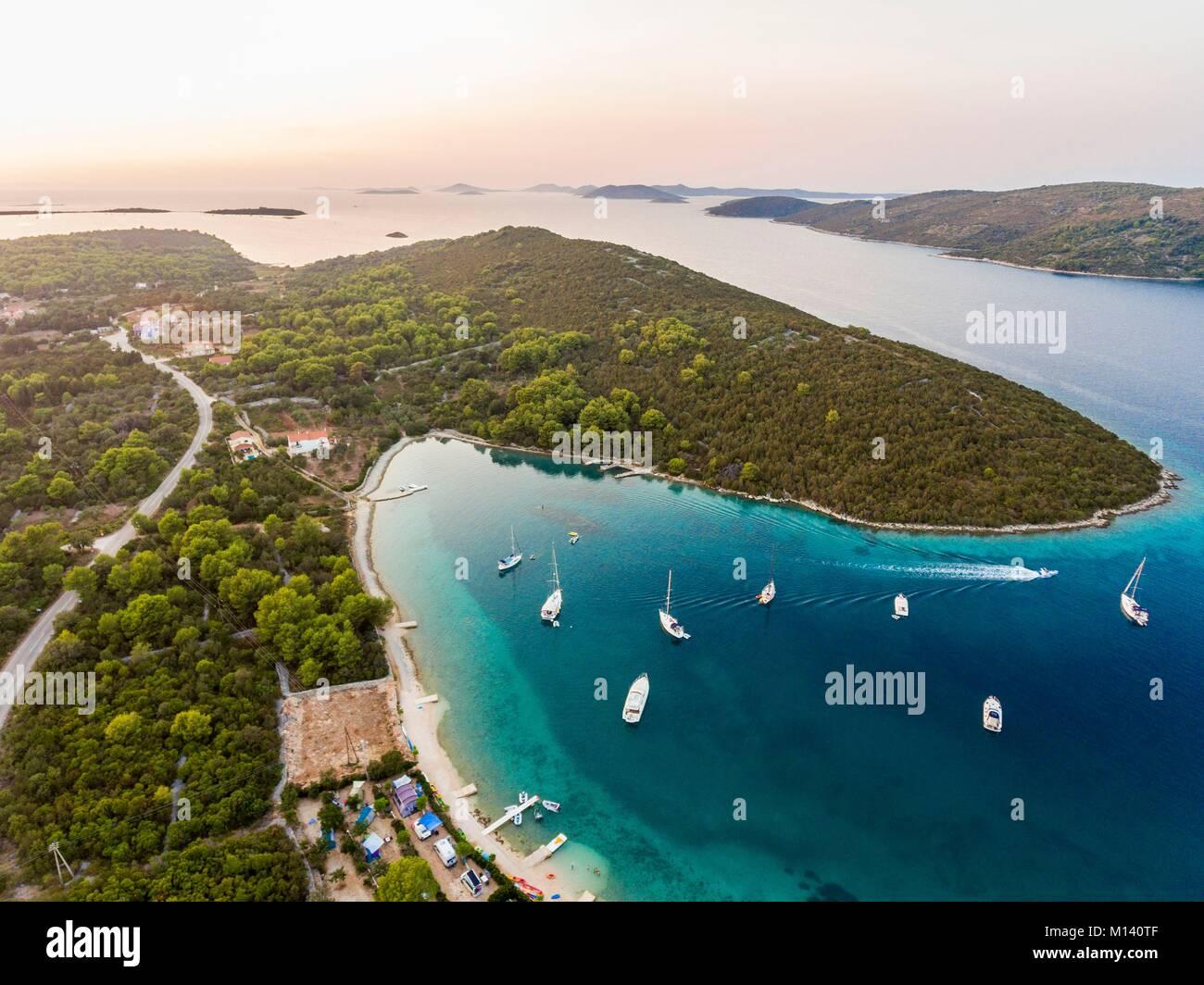 Croacia, Dalmacia del Norte, la costa dálmata, archipiélago de Zadar, Dugi Otok, Campings Verunic (vista aérea) Foto de stock