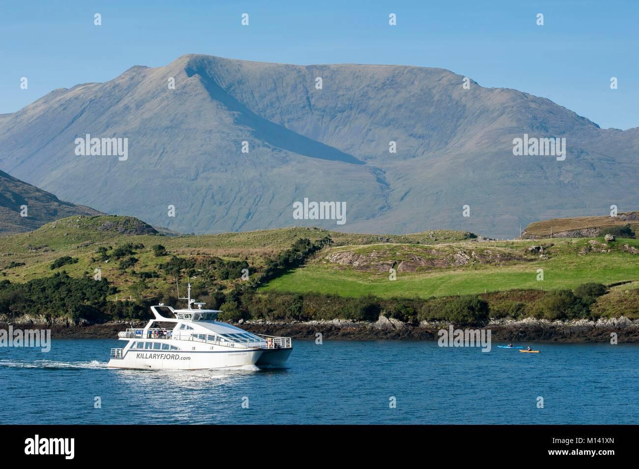 Irlanda, en el Condado de Galway, Killary Harbour, Crucero y kayaks de mar Foto de stock
