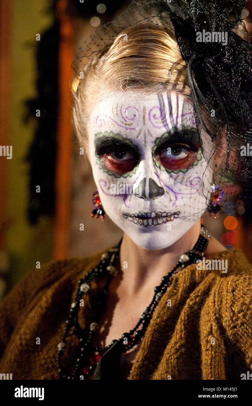 Chica Vestida Como Dama De Los Muertos La Calavera Catrina