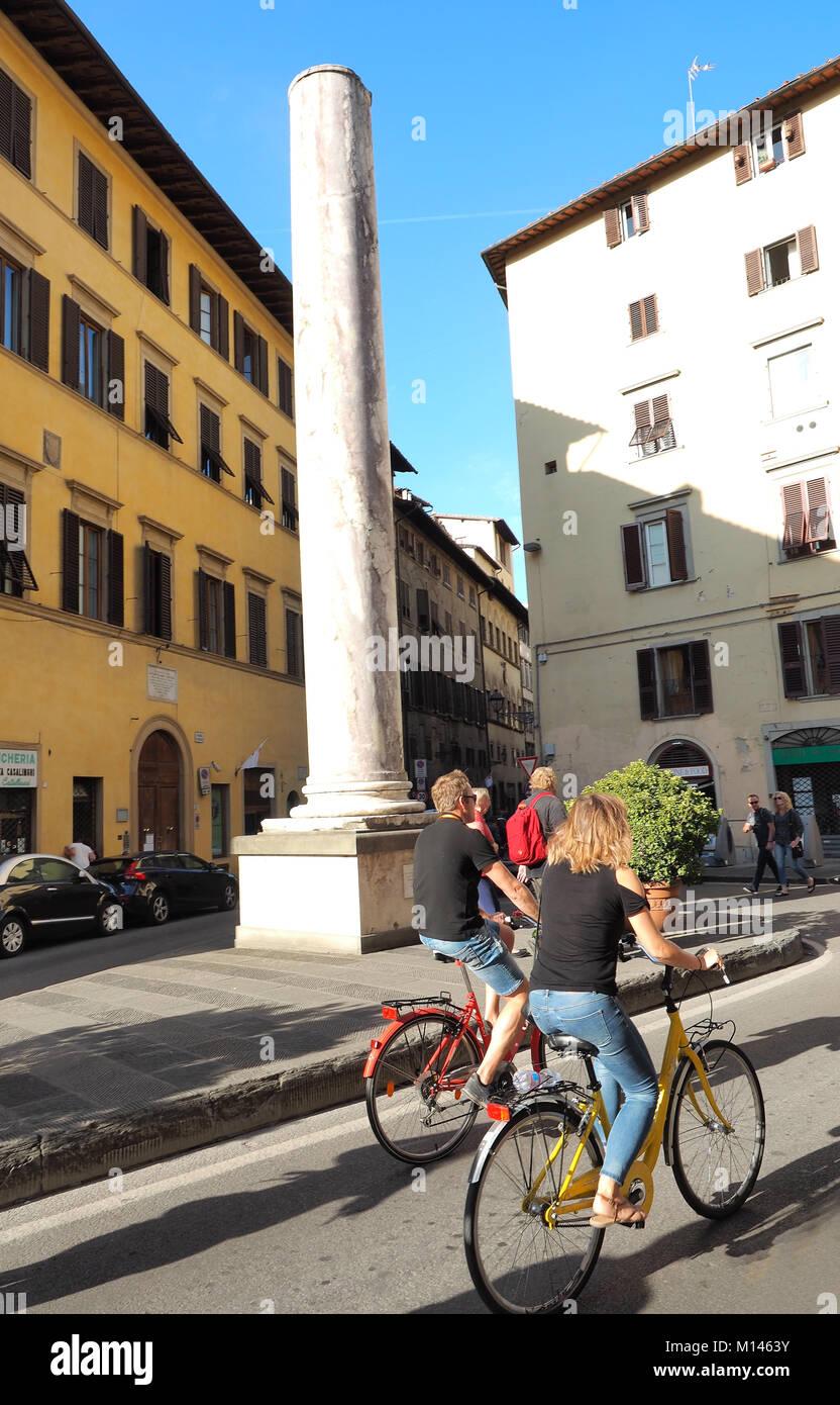 Europa, Italia, Toscana, Florencia,visita turística ciudad vieja de bicicletas Imagen De Stock