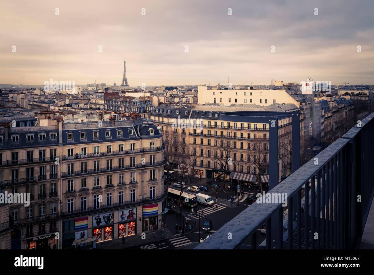 Terraza Panorámica De París Francia Desde Un Balcón Mirando