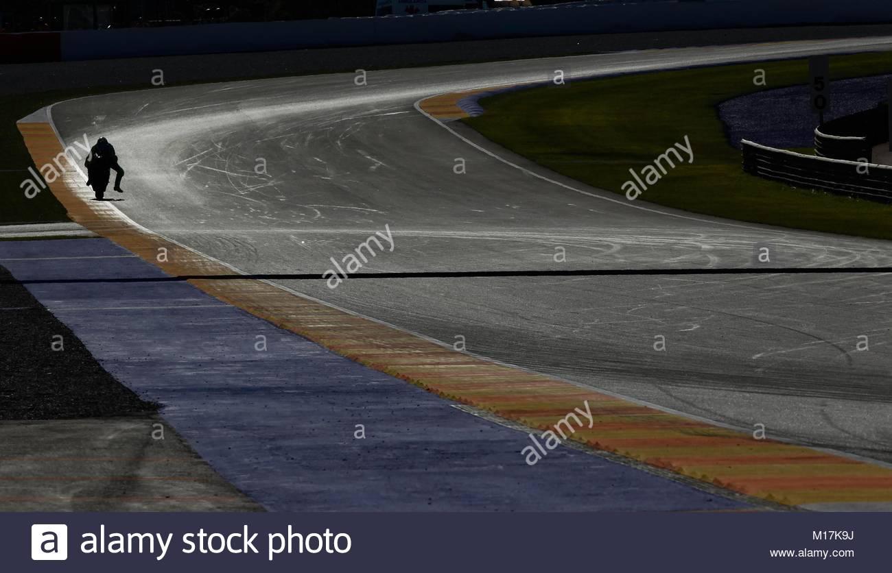 Circuito Ricardo Tormo : Silueta de dos motociclistas durante una prueba en el circuito