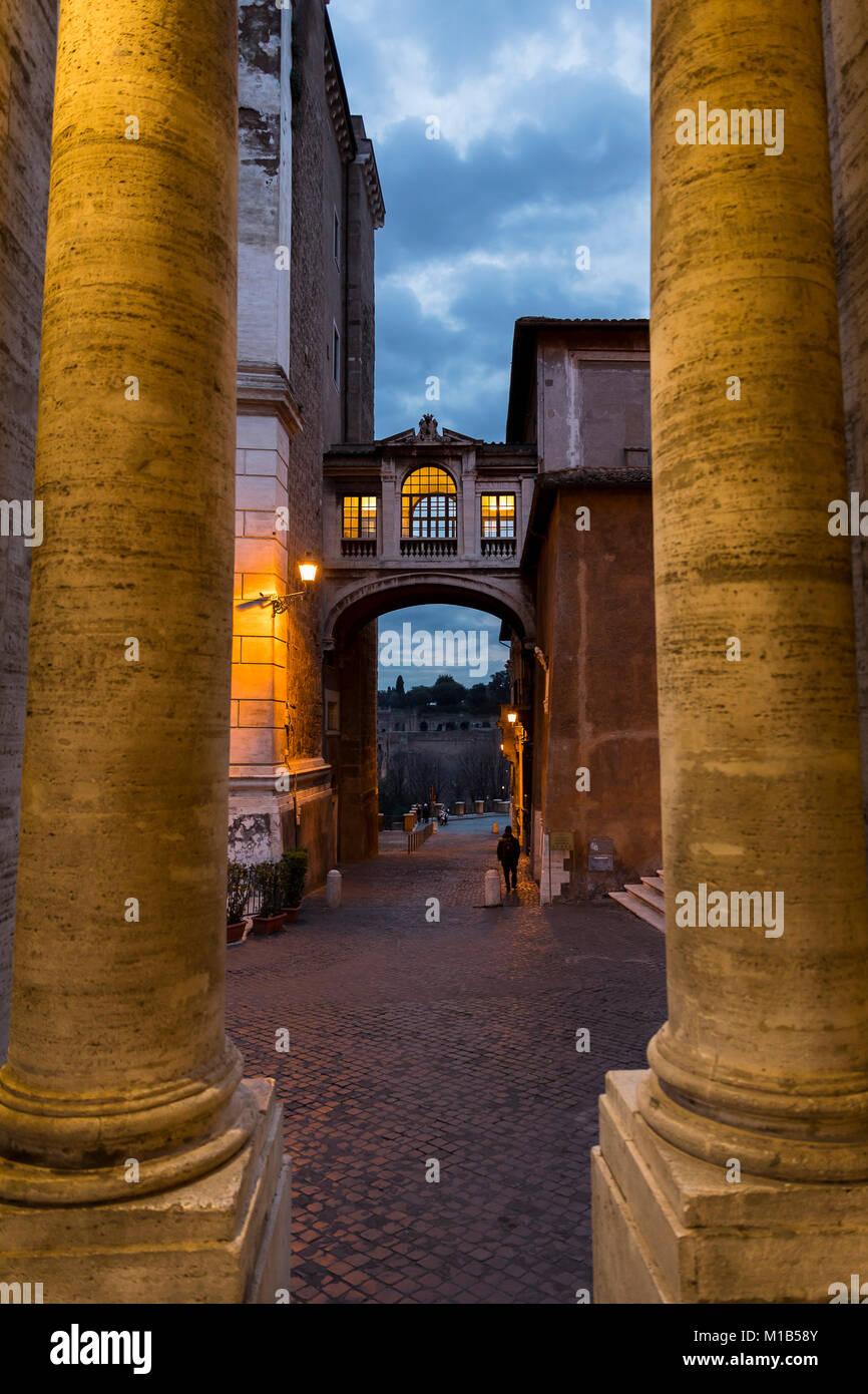 A través del Campidoglio. Callejón calles. Roma, Italia. Imagen De Stock