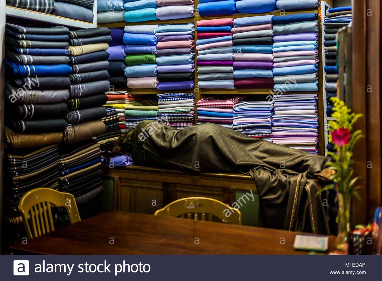 La hora de la siesta en el lugar de trabajo Imagen De Stock