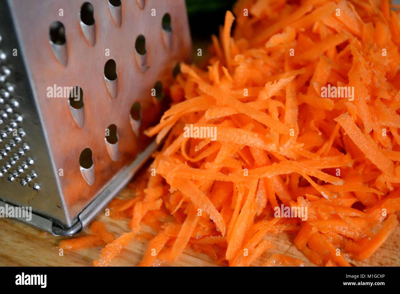Zanahoria Rallada Por Rallador Fotografia De Stock Alamy Para preparar estos deliciosos bollitos o cupcakes de zanahoria necesitaremos los siguientes ingredientes https www alamy es foto zanahoria rallada por rallador 173079726 html