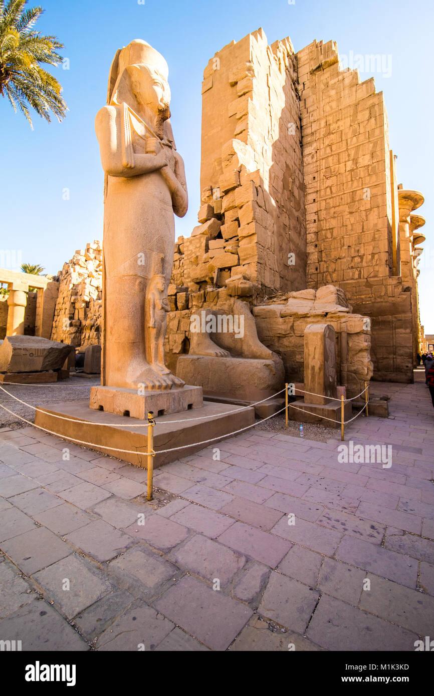 Estatua en el templo de Karnak, en Luxor, Egipto Imagen De Stock