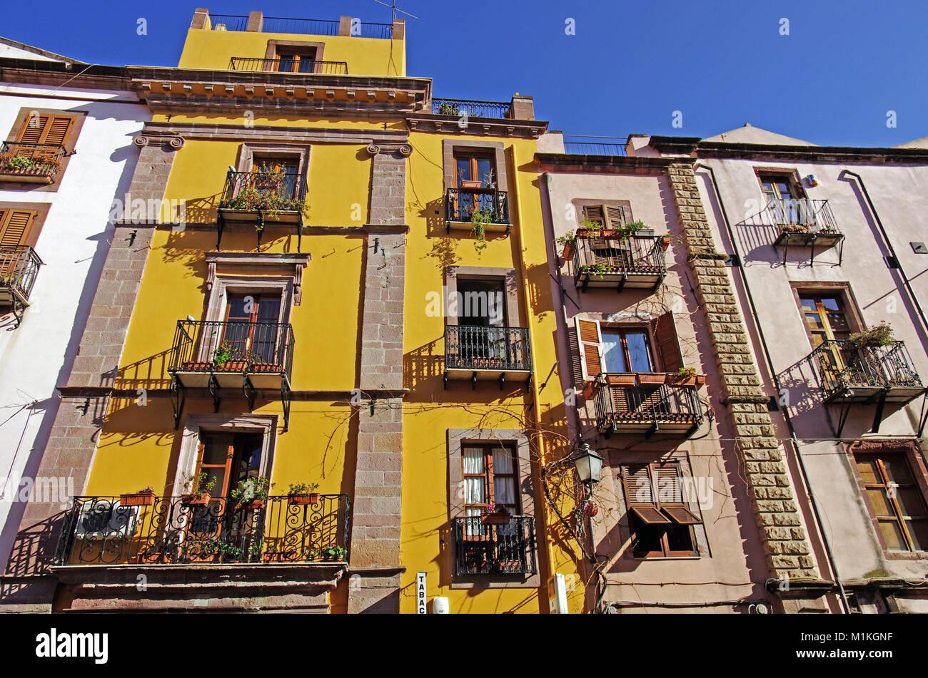 Bosa, Cerdeña. El antiguo centro de la ciudad Foto de stock