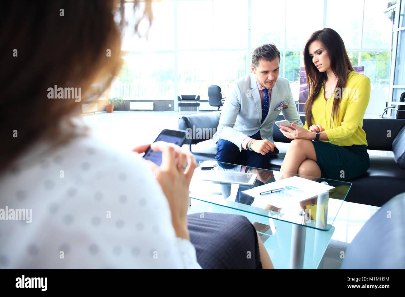 La gente de negocios. Reunión de la Conferencia debate Concepto Corporativo. Imagen De Stock