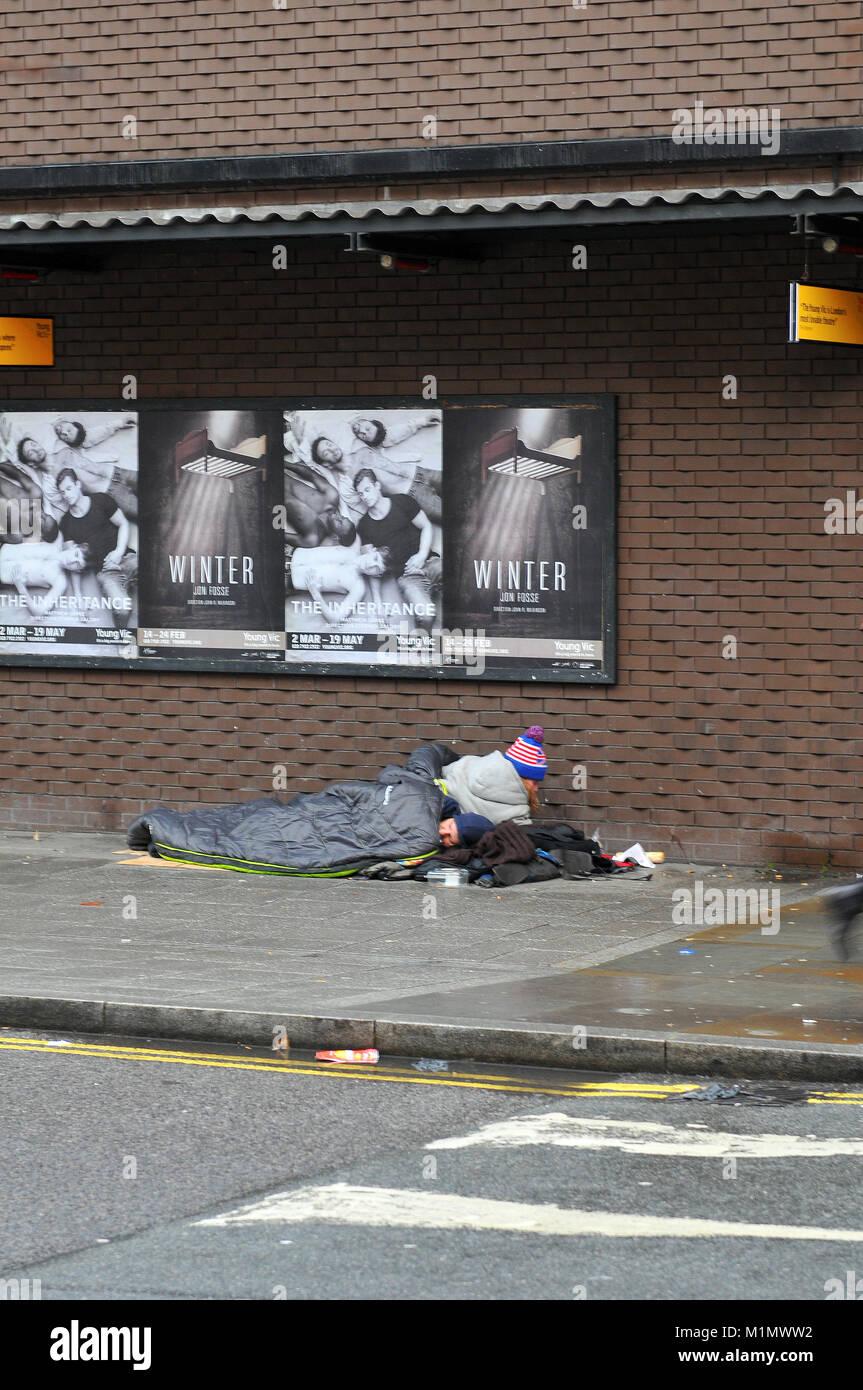Una persona sin hogar en las calles de Londres, en el marco de un ...