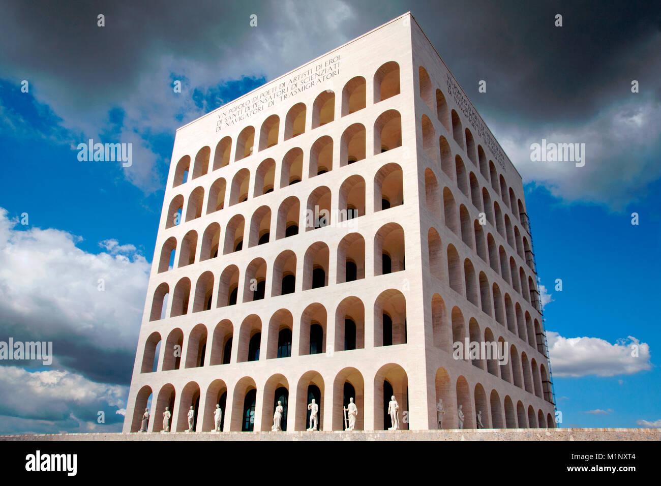 El Palazzo della Civiltà Italiana / Palazzo della Civiltà del Lavoro / Colosseo Quadrato, Roma, Italia Imagen De Stock