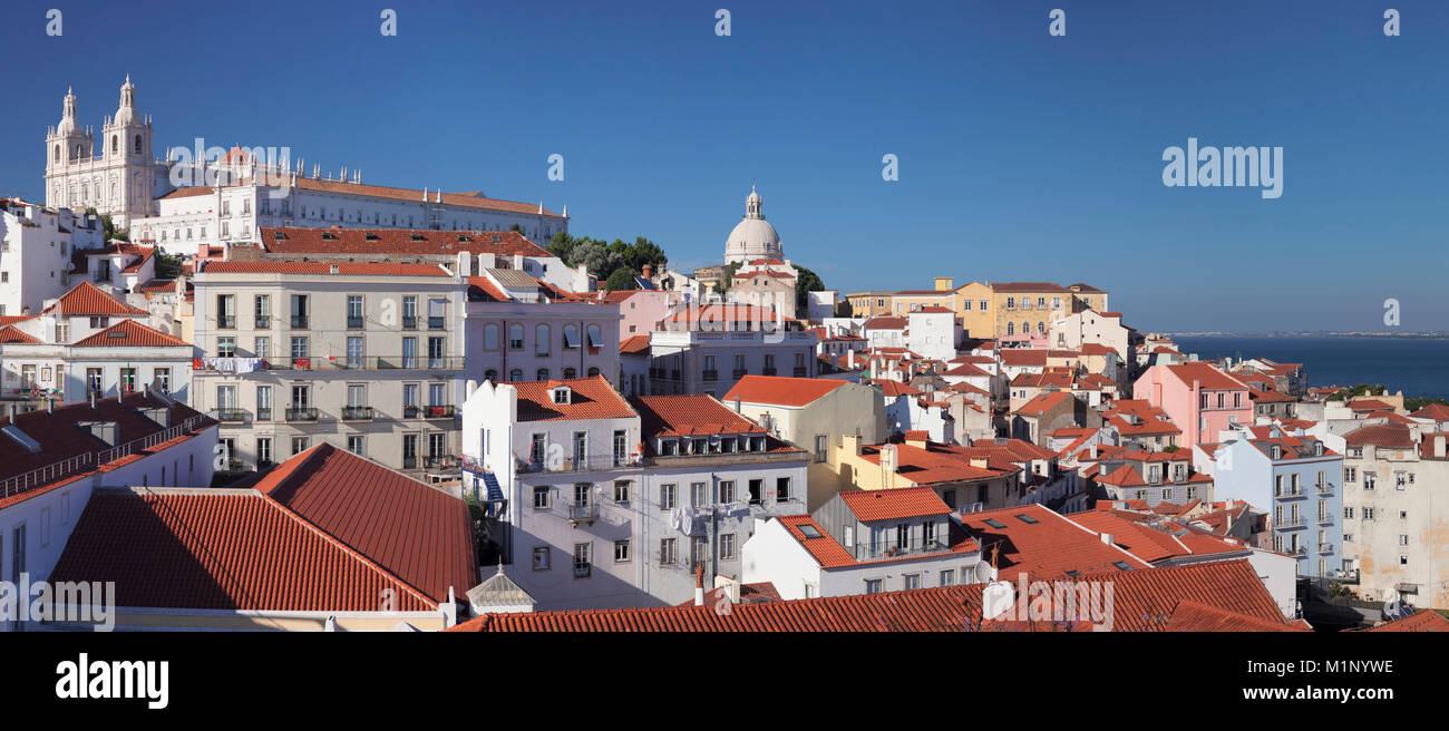 Mirador de Santa Luzia, el Monasterio de São Vicente de Fora, Panteón Nacional, distrito de Alfama, Lisboa, Imagen De Stock
