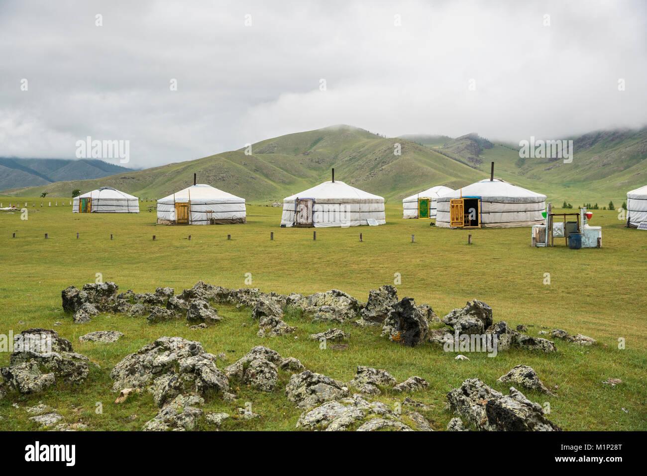 Familia nómada ger camp, Orkhon Valley, al sur de la provincia Hangay, Mongolia, Asia Central, África Imagen De Stock