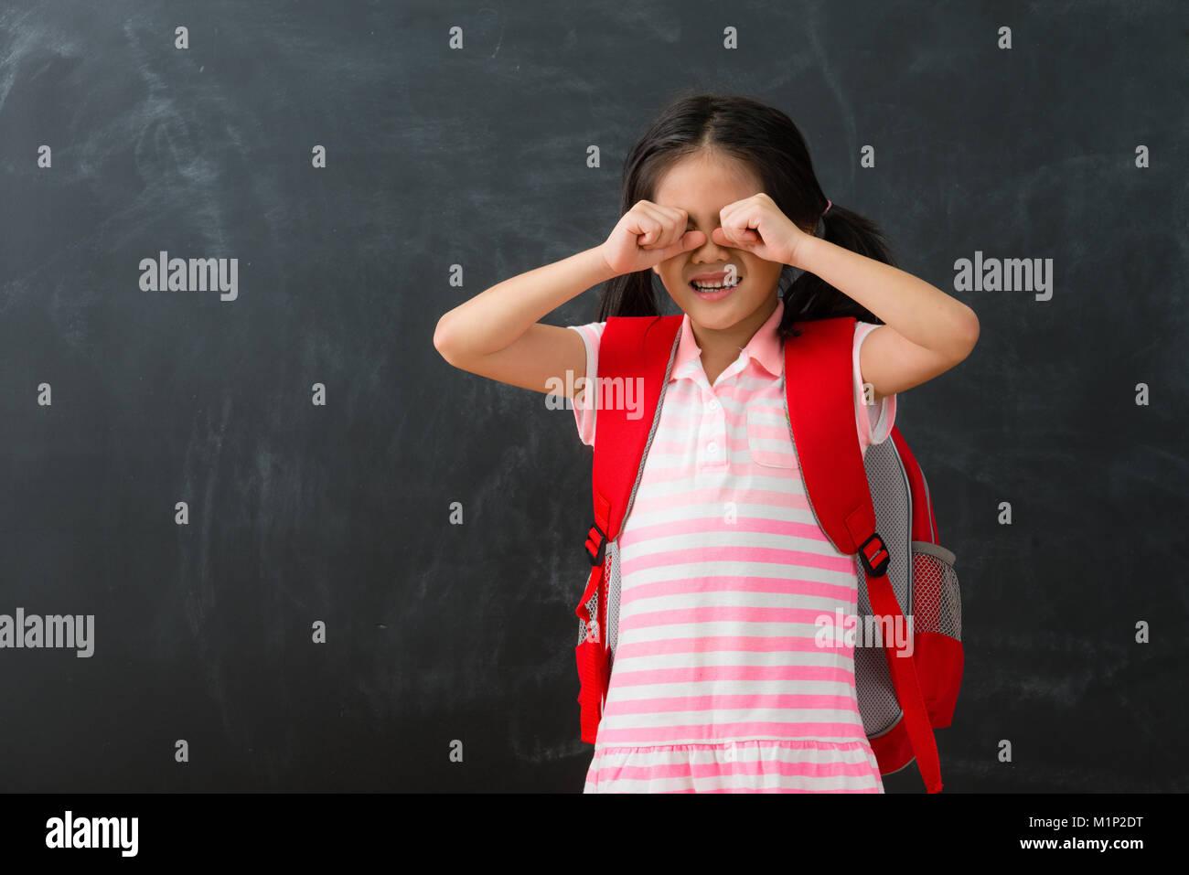 Bastante Joven Niño Los Niños No Les Gusta Estudiar En Pizarra De