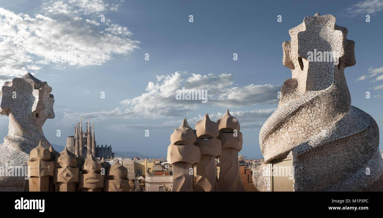 Casa Mila, Sitio del Patrimonio Mundial de la UNESCO, Barcelona, Cataluña, España y Europa Imagen De Stock