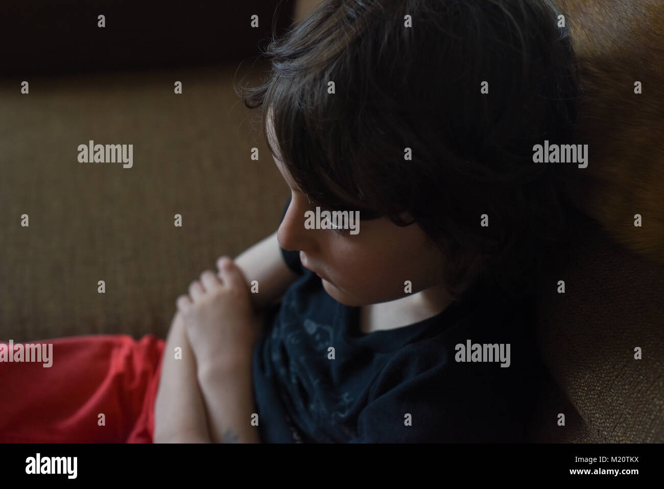 Niño triste Imagen De Stock