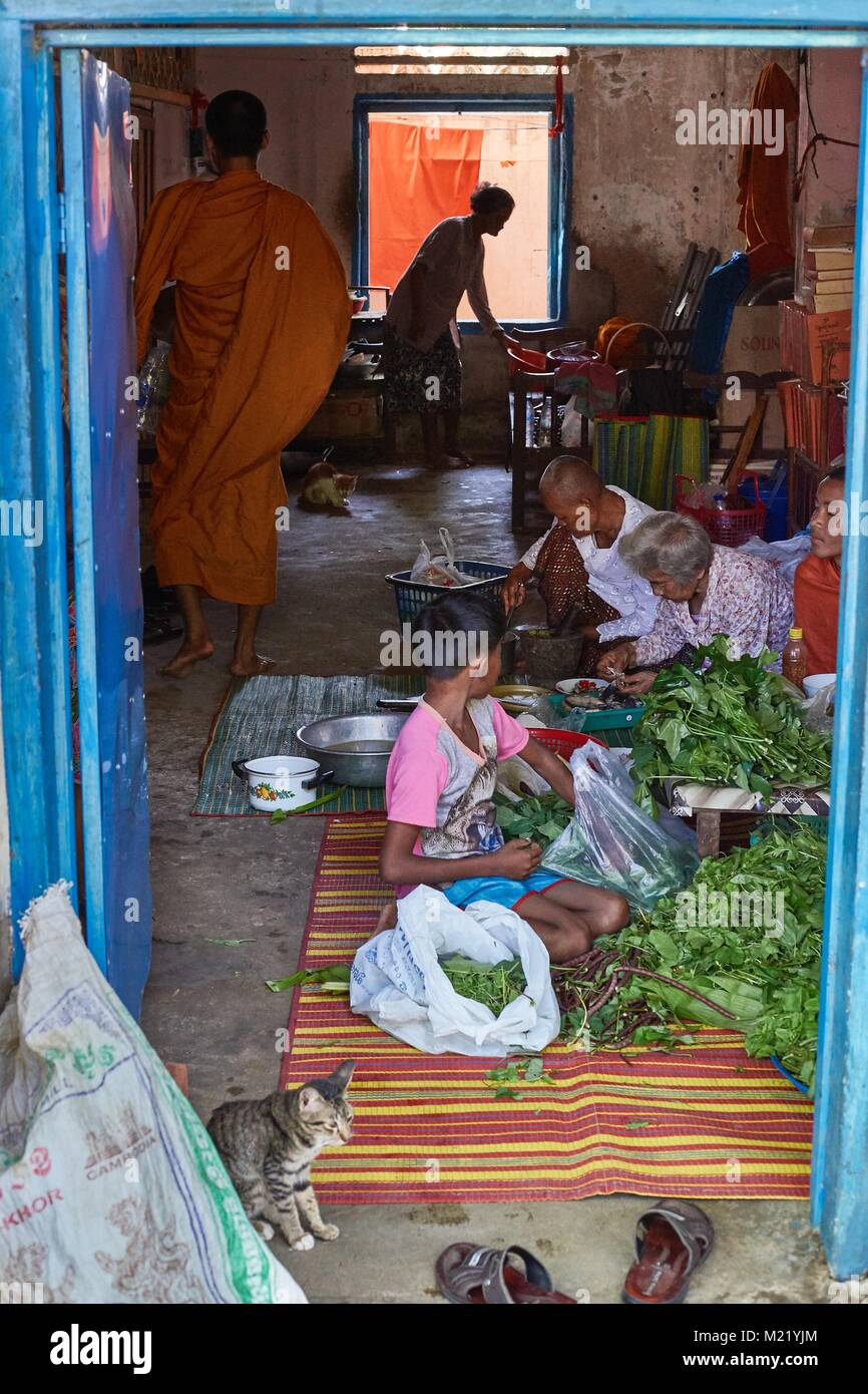 Cocinar en un salón monestry, Battambang, Camboya Imagen De Stock