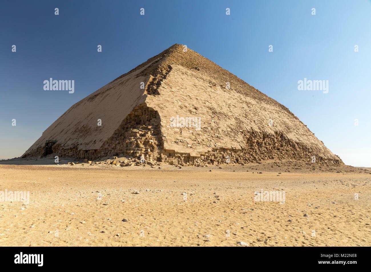 Bent Pirámide del reino antiguo Faraón Sneferu en Dashur, Egipto Imagen De Stock