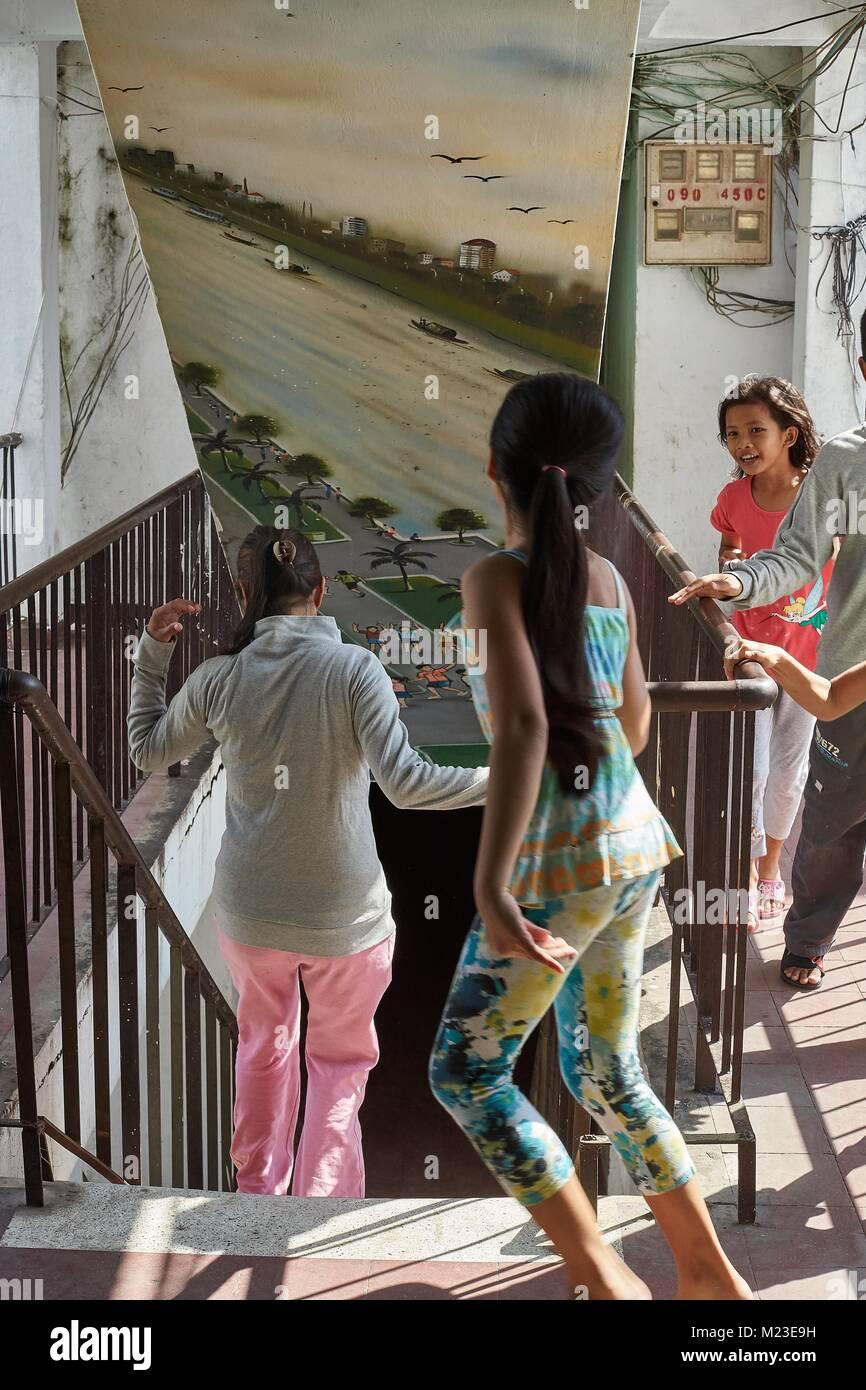 Edificio blanco de los niños de Camboya, Phnom Penh, Camboya Foto de stock