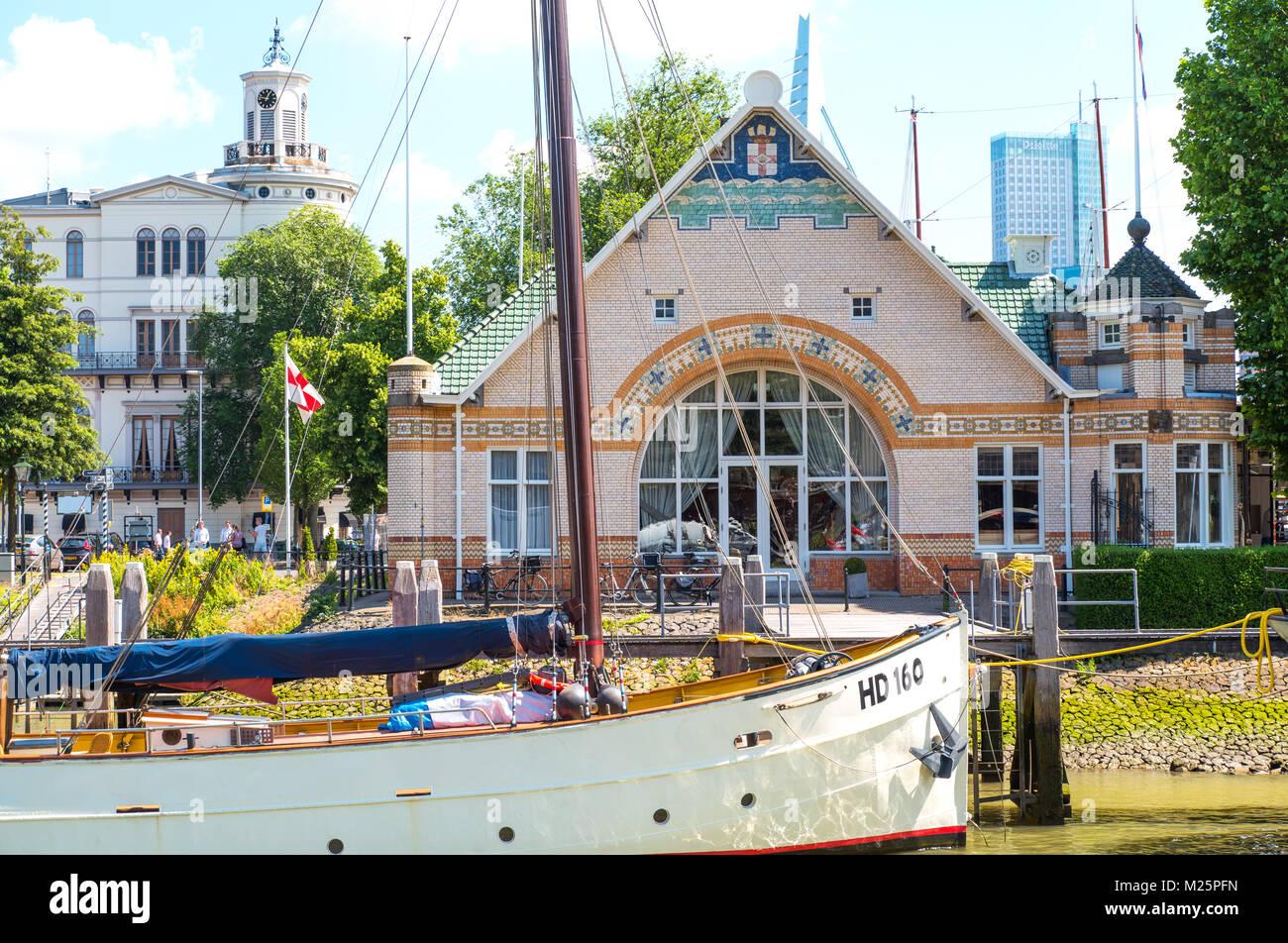 Países Bajos, Rotterdam, un viejo barco en el puerto de Historia Veerhaven Imagen De Stock