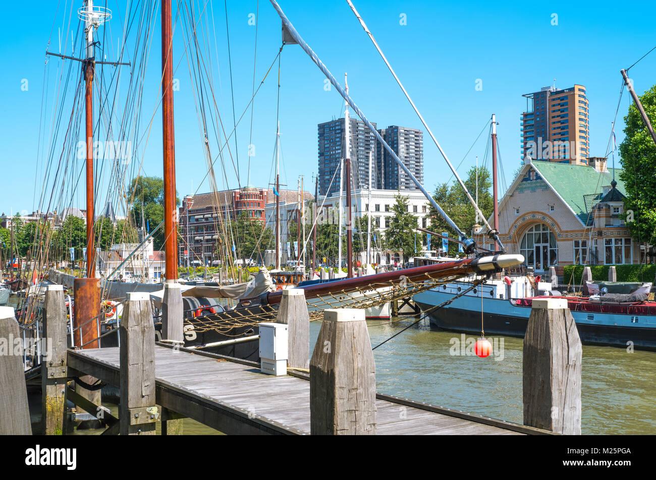 Países Bajos, Rotterdam, antiguos barcos en el puerto Historia Veerhaven Imagen De Stock
